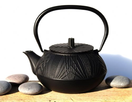 Cast iron OSAKA black teapot 0.8L - Tetsubin Japanese style tea pot kettle - GOTO